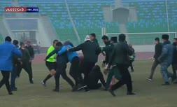 فیلم/ ضرب و شتم باورنکردنی داور در لیگ ازبکستان