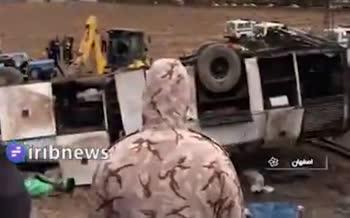 فیلم/ واژگونی سرویس کارکنان پالایشگاه اصفهان با ۱۴ مصدوم و ۴ کشته
