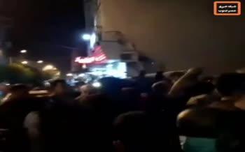 فیلم/ تجمع مردم سربندر در اعتراض به آبگرفتگیها