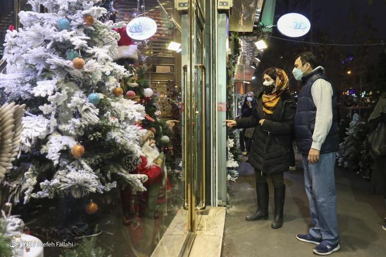 تصاویر کریسمس در تهران,عکس های خرید سال نو میلادی در تهران,تصاویر فروش لوازم کریسمسی در تهران