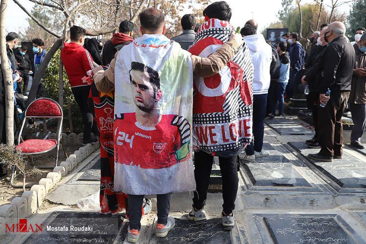 تصاویر مراسم تشییع پیکر مرحوم مهرداد میناوند,عکس های مراسم تشییع جنازه مهرداد میناوند,تصاویر فوتبالیست ها در مراسم تشییع پیکر میناوند