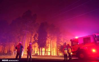 تصاویر آتش سوزی در استرالیا,عکس های آتش سوزی جنگلی در استرالیا,تصاویر تخریب ده ها خانه در پی آتش سوزی جنگلی در استرالیا