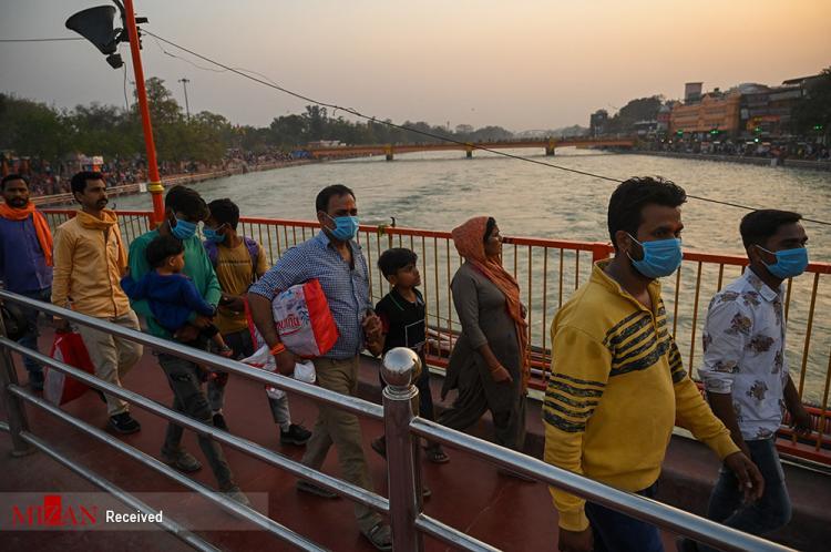 تصاویر حمام سالانه هندیها در رود گنگ,عکس های حمام گرفتن هندی ها,تصاویر مراسم Kumbh Mela در هند