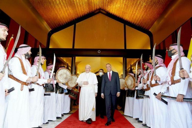 تصاویر سفر پاپ فرانسیس به عراق,عکس های پاپ فرانسیس در عراق,تصاویر استقبال از پاپ فرانسیس در بغداد