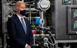 تصاویر بازدید جو بایدن از کارخانه تولید واکسن فایزر,عکس های کارخانه تولید واکسن فایزر,تصاویر بایدن در محل تولید واکسن فایزر