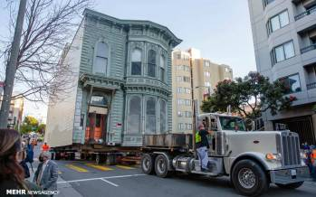 تصاویر جابجایی خانه ۱۳۹ ساله با استفاده از تریلی,عکس های جابجا کردن خانه در سان فرانسیسکو,تصاویر جابجایی خانه در سان فرانسیسکو