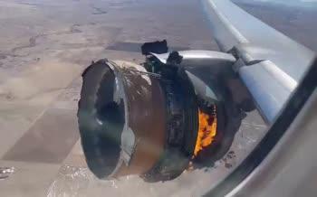 فیلم | لحظه آتش گرفتن موتور هواپیما در آمریکا