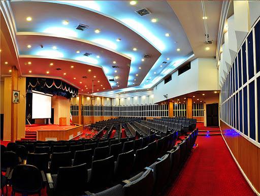 آمفی تئاتر,ایده های طراحی آمفی تئاتر,سقف کاذب برای آمفی تئاتر