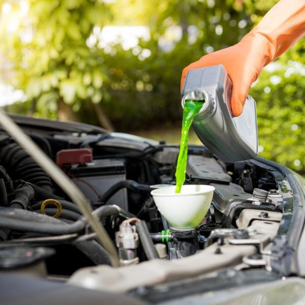 ضد یخ,کار ضد یخ,مزایای استفاده از ضد یخ خودرو
