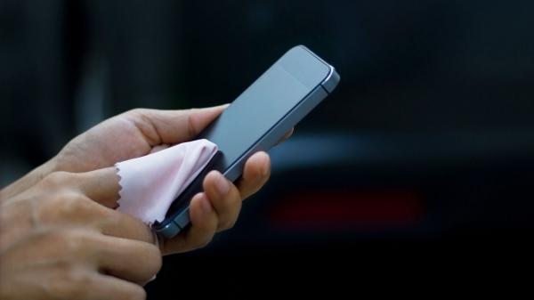 روش های پیشگیری از کرونا,روش صحیح ضدعفونی کردن گوشی هوشمند, ضدعفونی کردن گوشی هوشمند با سرکه