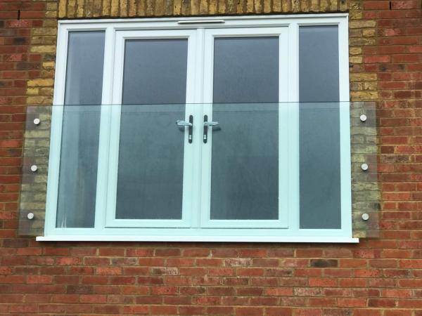 نرده شیشه ای بالکن,کاربرد شیشه بالکن,شرایط نصب شیشه بالکن