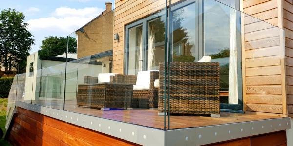 قیمت شیشه بالکن,شرایط نصب شیشه بالکن,طرح شیشه بالکن