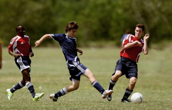 متوقف کردن توپ,انواع کنترل توپ در فوتبال,تکنیک های فوتبال