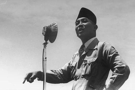 بیوگرافی دکتر سوکارنو, زندگینامه ی دکتر سوکارنو, دروان تحصیل دکتر سوکارنو, محل زندگی دکتر سوکارنو, دکتر سوکارنو اولین رهبر اندونزی