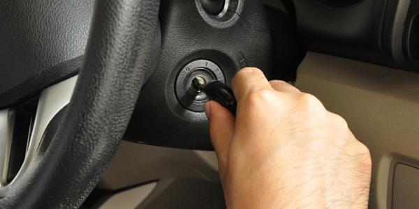 علت روشن نشدن خودرو چیست,روشن نشدن خودرو,علت روشن نشدن خودرو به خاطر باتری