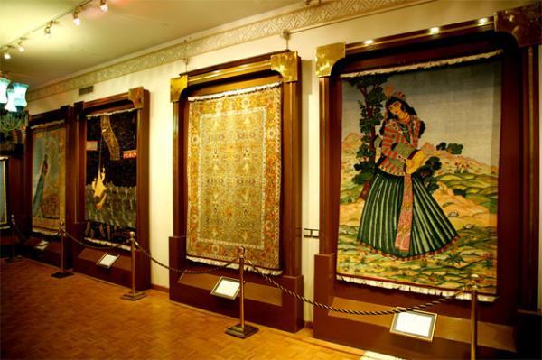 قالی های موزه فرش,معمار موزه فرش,موزه فرش