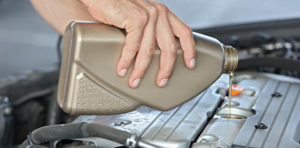 چک کردن آب رادیاتور خودرو,چک کردن خودرو,چک کردن ترمزهای خودرو