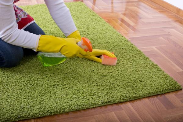تمیز کردن فرش کرم,تمیز کردن فرش,روش تمیز کردن فرش