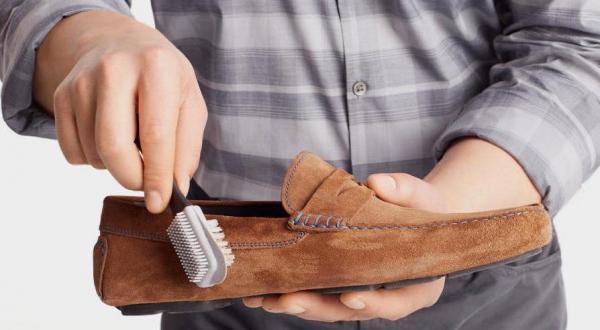 روش های جالب برای تمیز کردن کفش,تمیز کردن کفش چرم,تمیز کردن کفش