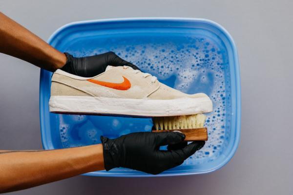 تمیز کردن کفش,نحوه تمیز کردن کفش چرمی,روش تمیز کردن کفش جیر