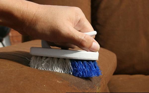 تمیز کردن مبل,سالمترین روش تمیز کردن مبل ها,پاک کردن مبل