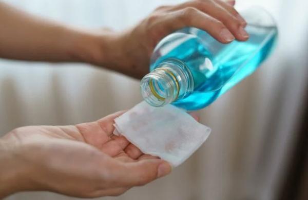 راه های تمیز کردن شیشه و آینه,تمیز کردن شیشه و آینه,تمیز کردن شیشه و آینه با سرکه سفید