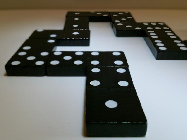 قوانین بازی دومینو,فواید بازی دومینو,دومینو