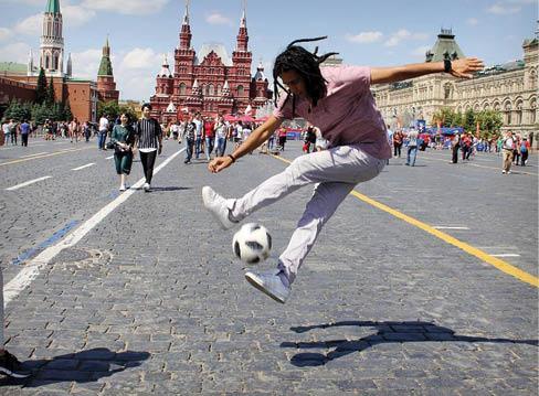 فوتبال نمایشی,دانستنی هایی درباره فوتبال نمایشی,درآمدزایی از فوتبال نمایشی,مسابقه های جام جهانی فوتبال نمایشی در جمهوری چک,فوتبال نمایشی چیست
