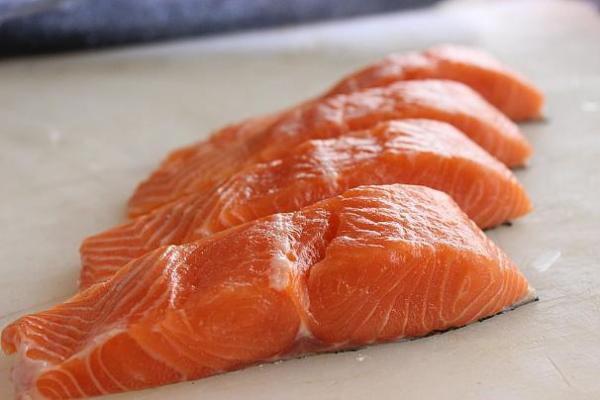 عملکرد مغز,غذاهای مناسب برای تقویت مغز,خواص ماهی چرب برای مغزانسان,فواید توتها برای بهبود مغز,راه های تقویت مغز