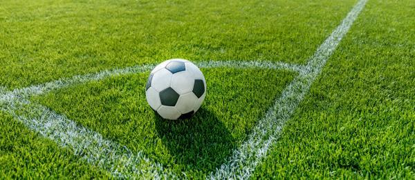زمین فوتبال,عکس زمین فوتبال فوتبالیست ها,ابعاد استاندارد زمین فوتبال