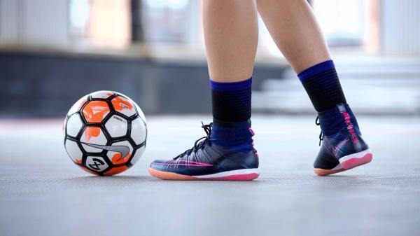 کفش فوتسال,قیمت کفش فوتسال,عکس کفش فوتسال
