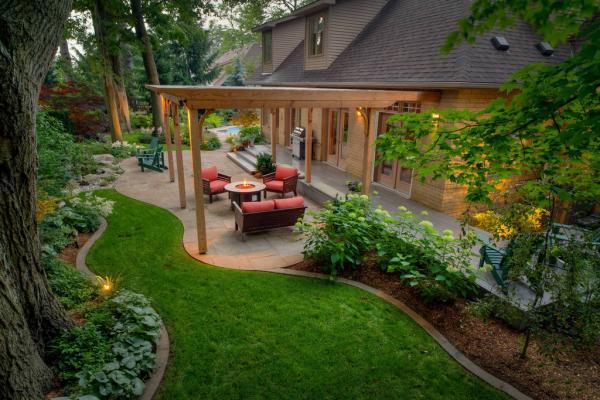 ساخت دیواره های کوتاه برای تزیین باغ,تزیین باغ,راه حل های تزیین باغ