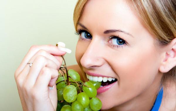 خواص انگور برای بدن,عوارض رژیم انگور,انواع رژِیم انگور