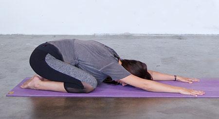 آموزش حرکات یوگا برای درمان سر درد,درمان سر درد با یوگا,حرکات موثر یوگا در درمان سردرد,تمرینات یوگا,تاثیر تمرینات یوگا در درمان سردرد