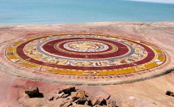 جزیره هرمز,فرش خاکی جزیره هرمز,دره ی رنگین کمان جزیره هرمز