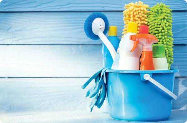 خانه تکانی,رعایت نکات بهداشتی برای خانه تکانی,درد شایع مچ دست در اثر خانه تکانی,مسمومیت های ناشی از مواد شوینده,رعایت اصول صحیح خانه تکانی