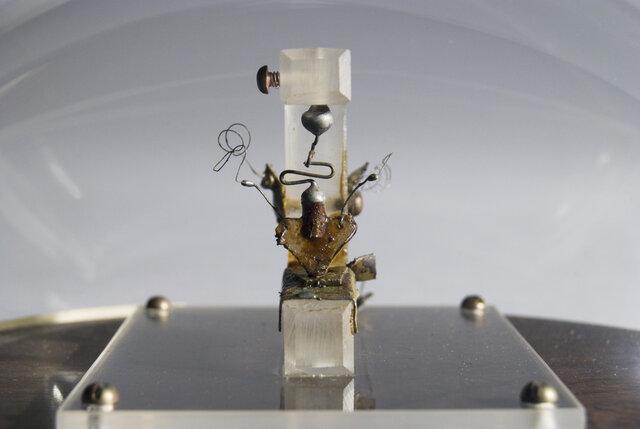 اختراع ترانزیستور,ساخت اولین ترانزیستور,الکترونیک