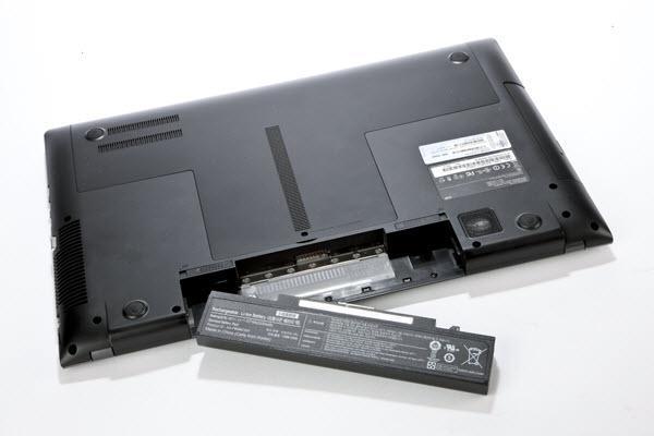دلیل شارژ نشدن باتری لپ تاپ,باتری لپ تاپ,در آوردن باتری لپ تاپ