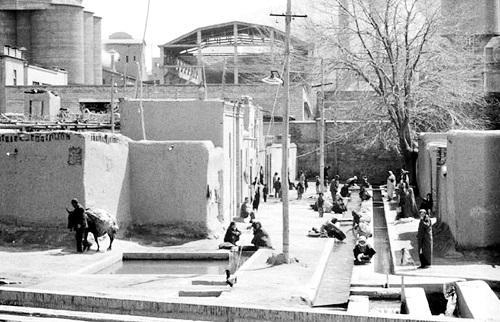 رختشویی زنان در قدیم,ورود ماشین لباسشویی به ایران,شستن لباس در قدیم