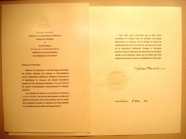 مراسم اعطای استوارنامه,امضای استوارنامه سفیر توسط رئیس جمهور,استوارنامه