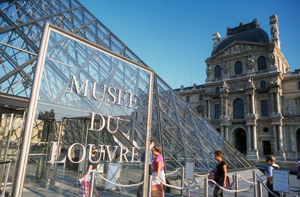 قوانین موزه لوور,موزه لوور فرانسه,موزه لوور