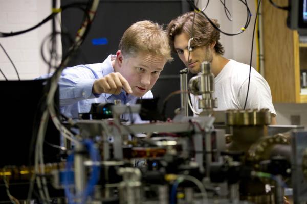 رشته فیزیک هسته ای,آشنایی با رشته فیزیک هسته ای,زمینه های فعالیت رشته فیزیک هسته ای