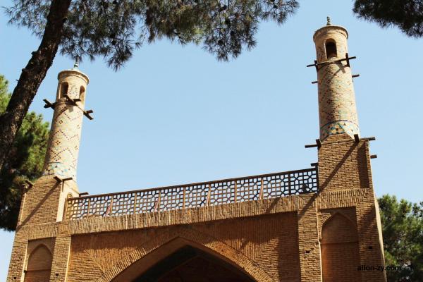 دلایل تکان خوردن منارجنبان,معماری منارجنبان اصفهان,منارجنبان