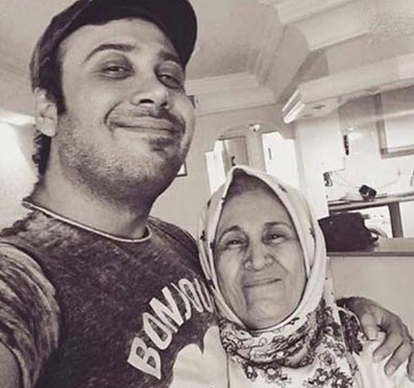 بیوگرافی محسن چاوشی,عکسهای جدید محسن چاوشی,عکس محسن چاوشی و مادر مرحومش