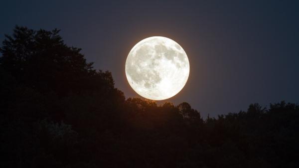 هلال ماه,ماه,ویژگیهای کره ماه