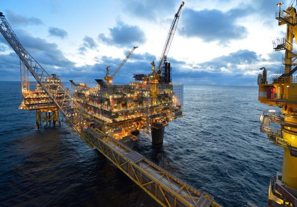 بزرگترین سکوی نفتی جهان,دکل نفتی جک آپ,سکوی نفتی سلمان