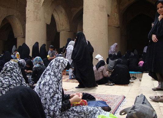 آداب و رسوم زنان دورهی قاجار,بررسی آیین دستمال سفید بختی,یررسی مسائل دینی در دوره قاجار