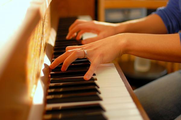 پیانو,پیانو کنسول,پیانو دیواری