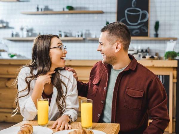 روابط عاشقانه,نشانه های استحکام,اهمیت حس شوخ طبعی در زندگی