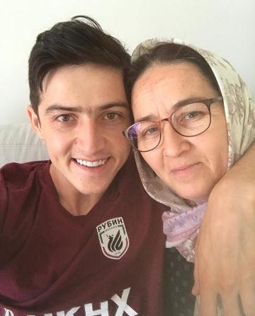 سردار آزمون,لژیونر فوتبال ایران,عکس مادر سردار آزمون